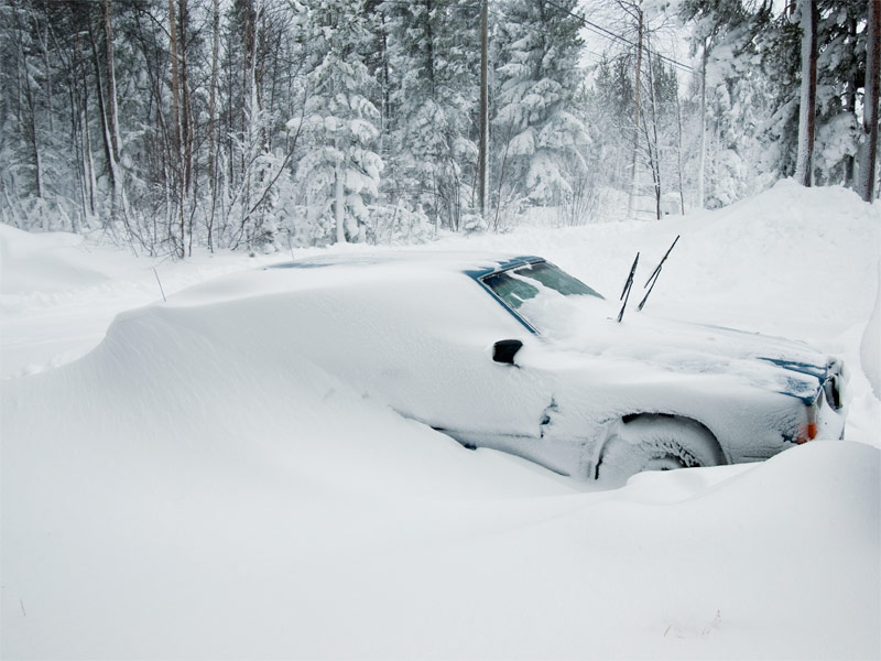 auto-im-schnee.jpg