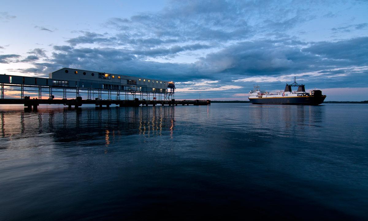 Ankunft der Finnlandfähre in Holmsund
