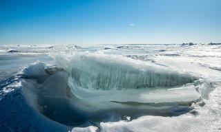 Eisscholle mit eingeschlossenen Luftbläschen