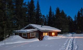 Die Holzfällerhütte bei Nacht