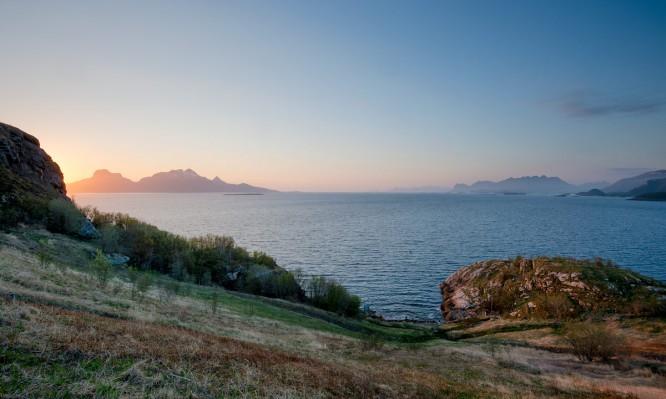 Nächtlicher Blick auf das europäische Nordmeer