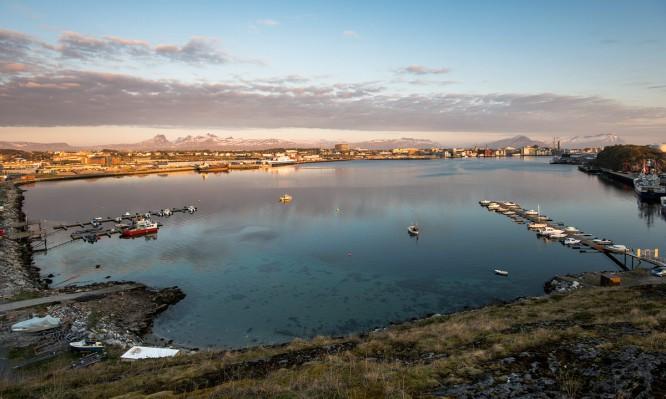 Blick auf Bodø und die Bucht Rønvikleira