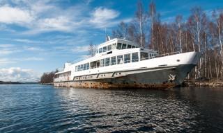 Ein Café auf einem alten Schiff