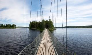 Die Hängebrücke zur Insel Smedjeholmen