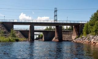 Dieser Kanal teilt die Halbinsel Rönnskär