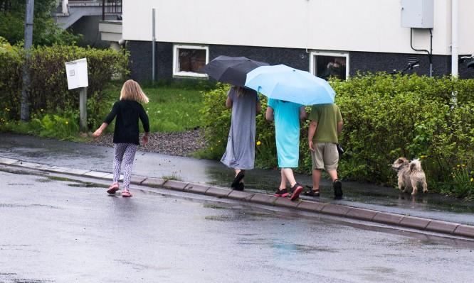 Kids im Sommerregen