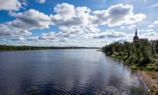 Karesuando: Links Finnland, rechts Schweden