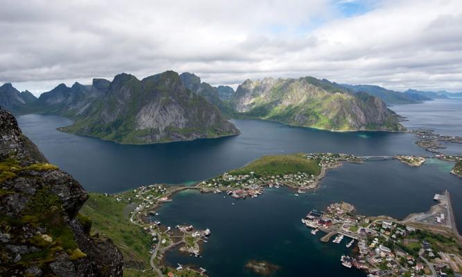 Blick auf Reine und die südlichen Lofoten