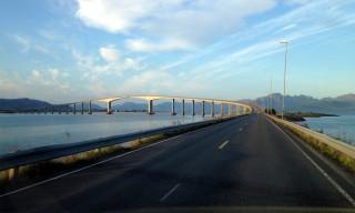 Die Brücke nach Stokmarknes