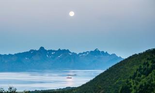Die Hurtigruten im Mondlicht