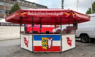 Ein schweres Wort für die Schweden: Holzkohleschwenkgrill