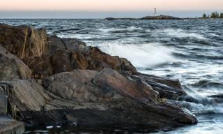 Im Hintergrund der Leuchtturm