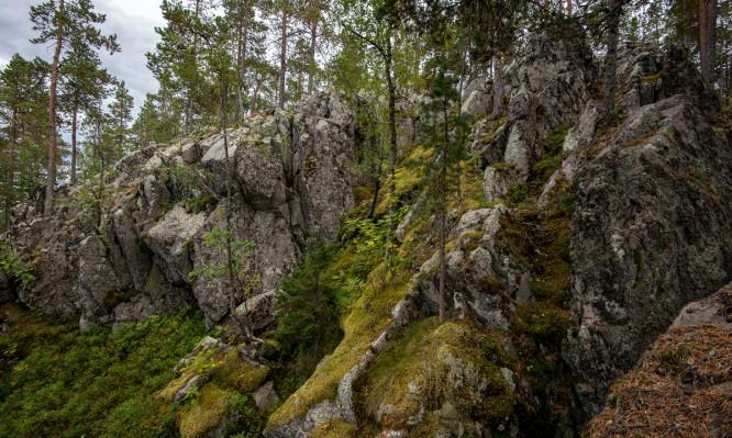 Schroffe Felsen an der Nordostseite
