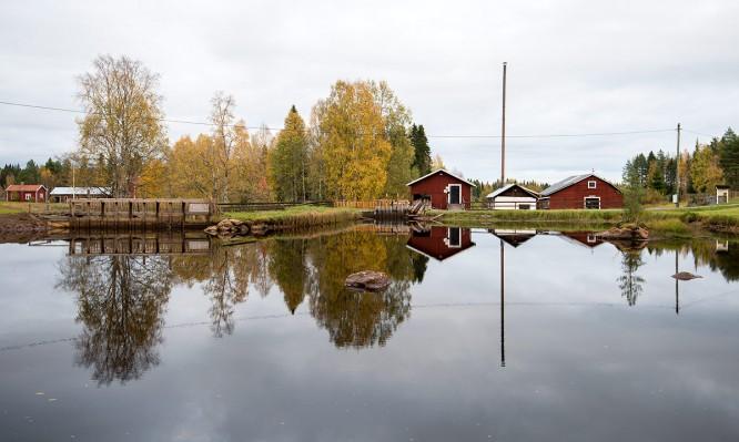 Hinter dem Teich liegt das Dampfsägewerk