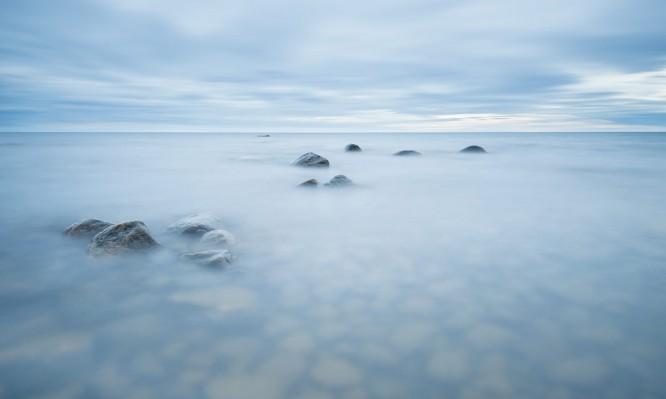 Langzeitbelichtung in die Wellen