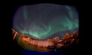 Polarlicht über der Bucht