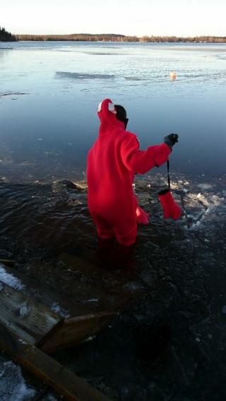 Ich öffne das Eis (Photo: Tiina)
