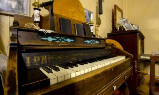 Ein selbstspielendes Harmonium