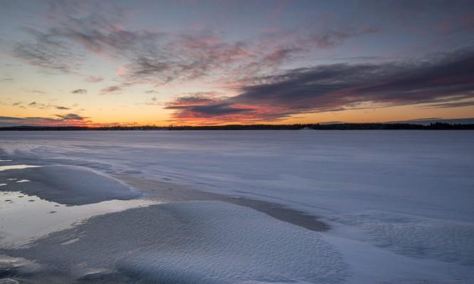 Eisbedeckte Bucht des Skellefteälven