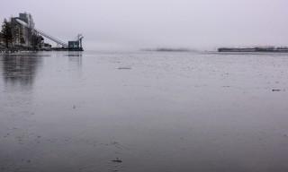 Der Kallholmsfjärden ist eisbedeckt