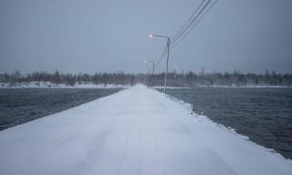Schneegestöber auf dem kleinen Damm