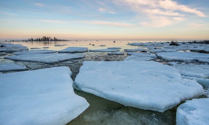 Eisschollen vor Storgrundets Ostufer