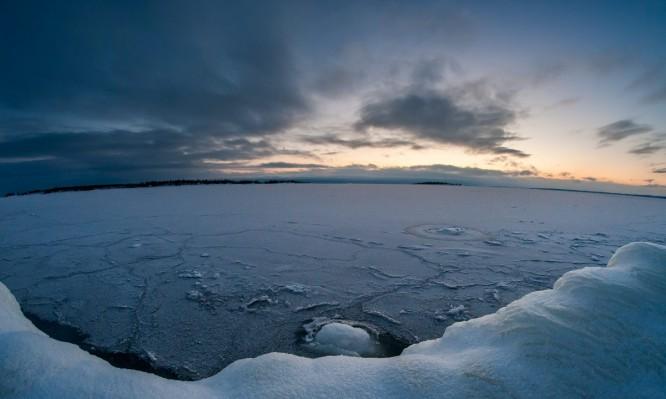 Eisbedeckt bis zur Insel Storgrundet