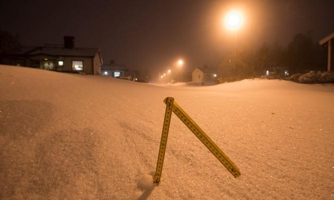 40 cm Neuschnee auf der Fahrbahn