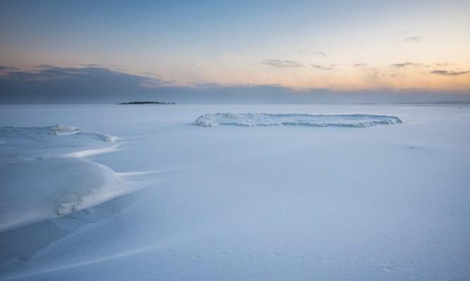 Die Ostsee. Am Horizont die Ostseeinsel Gåsören