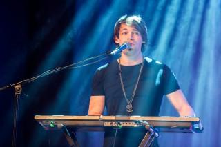 Jonah: Gesang und Keyboards