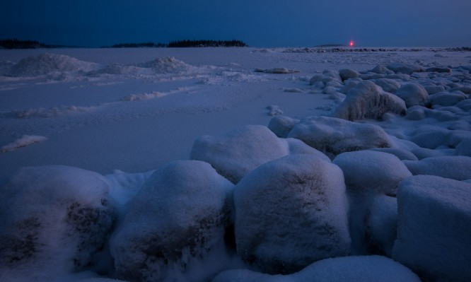 Wintervollmond am gefrorenen Meer