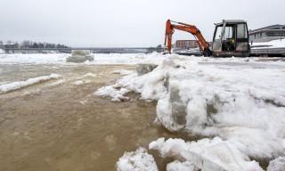 Baustelle auf dem Eis