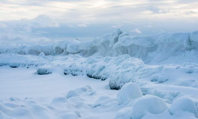Eiskante vor der Insel Brottören