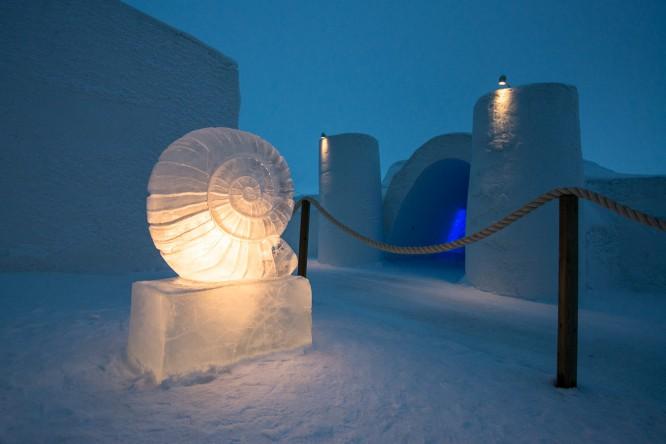 Eisskulptur am Eingang