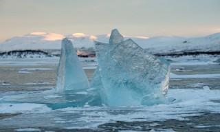 Naturgeformte Eisskulptur