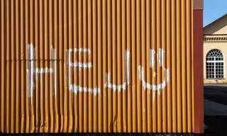Hej :-) –ein freundliches Graffito