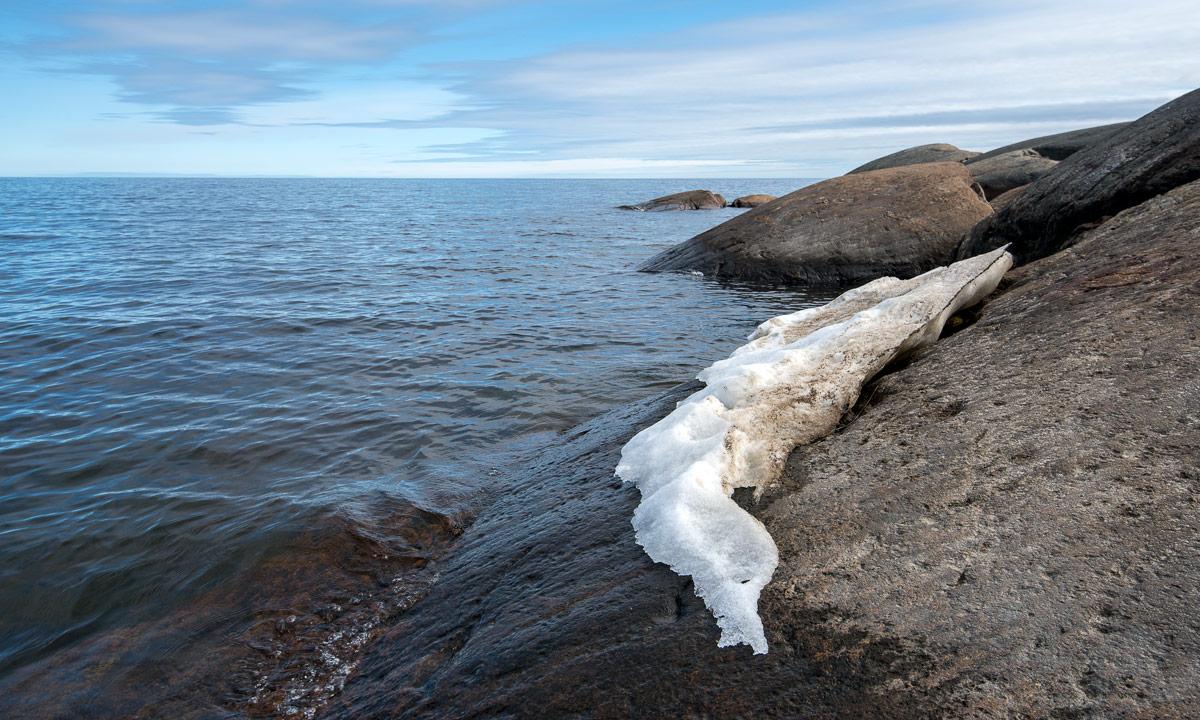Schneerest am Meer