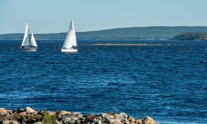 Segelboote auf der Bucht