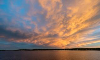 leuchtender Wolkenaufzug