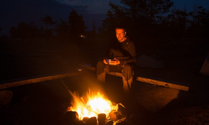 Abendessen am Feuer
