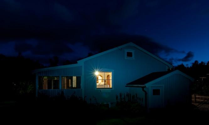 August: Es wird wieder dunkel in der Nacht.